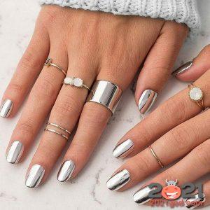 Маникюр серебро - модные идеи на Новый Год 2021