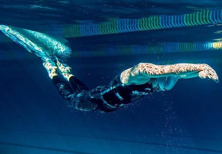 Подводные заплывы в ластах