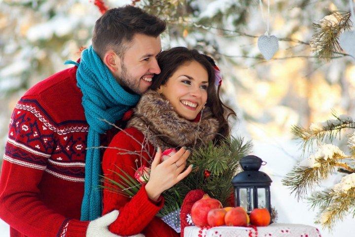 молодая пара зимой