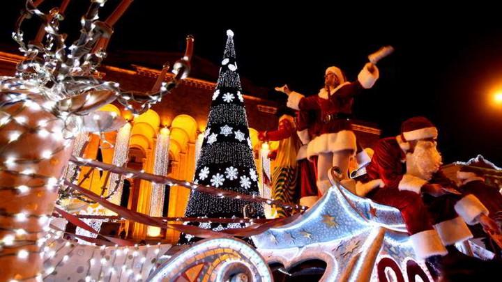 новогодние декорации на улицах грузии