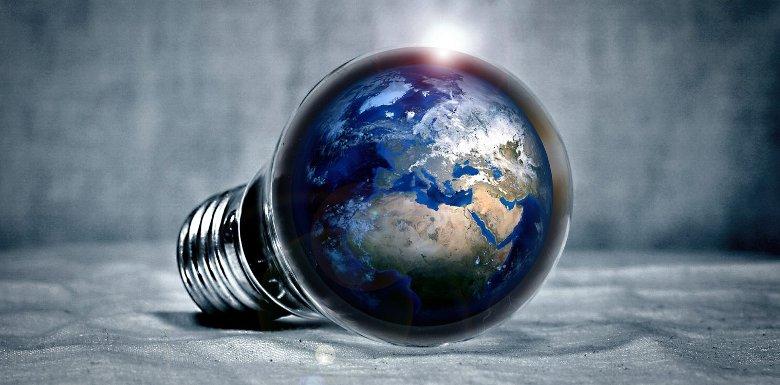лампочка с земным шаром внутри
