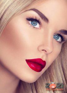 Идеи новогоднего макияжа с алой помадой на 2021 год