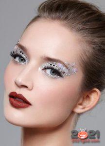 Новогодний макияж 2021 со стразами
