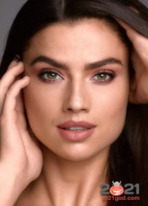 Красивый нюдовый макияж на 2021 год