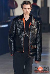МОдная кожаная мужская куртка с ярким мехом осень-зима 2020-2021