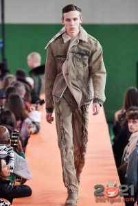 Серая джинсовая куртка осень-зима 2020-2021