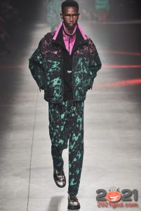 Яркая мужская куртка из денима осень-зима 2020-2021