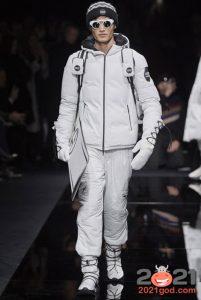 Белая мужская куртка пуховик на 2020-2021 год