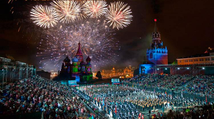 праздничный салют на красной площади