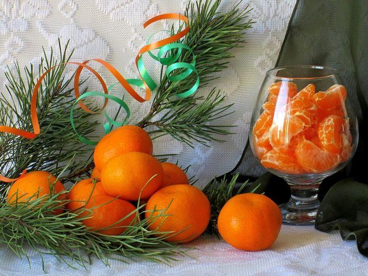 Новогодняя композиция из мандаринов