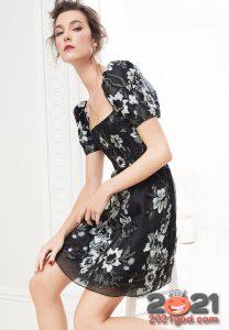 Легкое прозрачное платье с цветами на Новый Год 2021