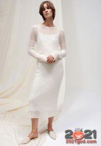 Белое вязаное платье на Новый Год 2021