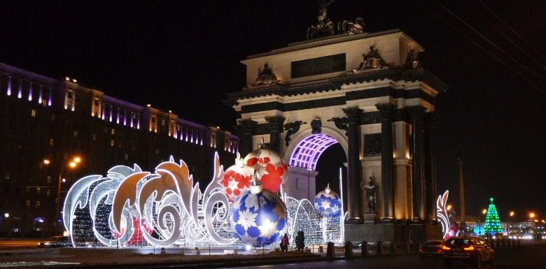 новогодние декорации у арки