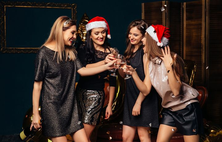 Девушки на новогоднем корпоративе