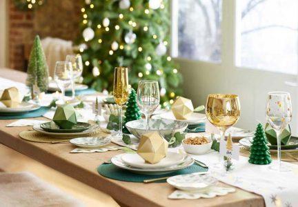 Сервировка новогоднего стола на 2021 год в зеленом цвете