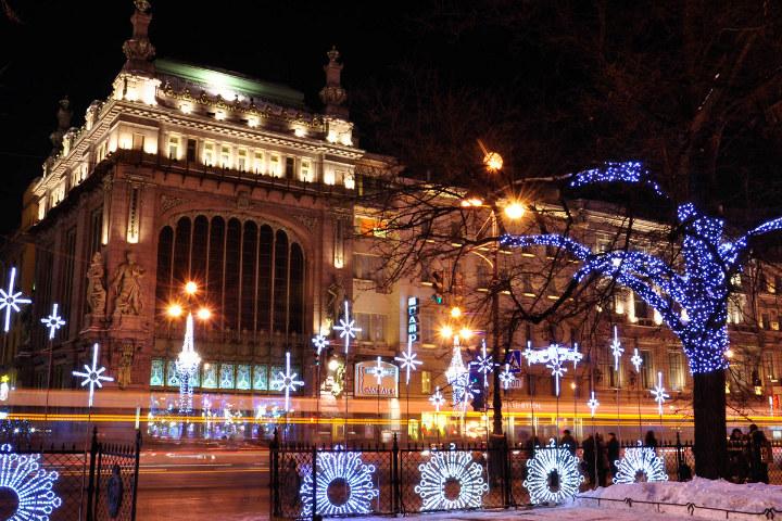 новогодние декорации на улицах Санкт-Петербурга