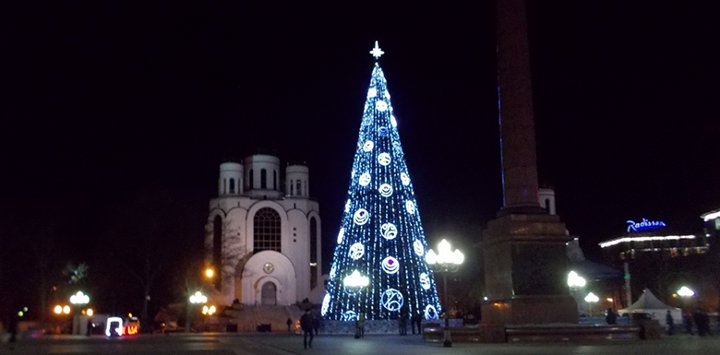 новогодняя елка на площади Калининграда