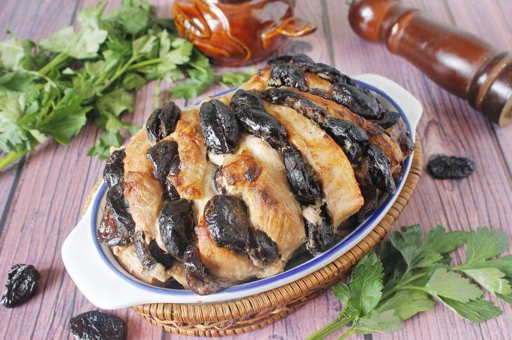 Мясо, фаршированное черносливом