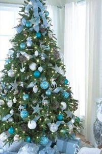Как украсить елку в голубом цвете на Новый 2021 год