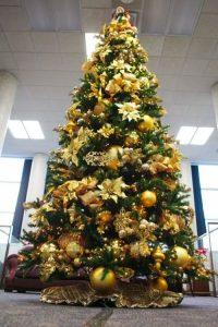 Как украсить елку в золотом цвете на Новый 2021 год