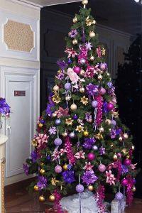 Как украсить елку в фиолетовом цвете на Новый 2021 год
