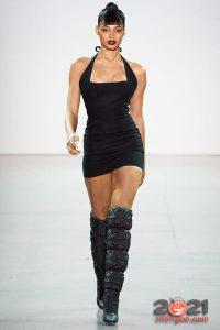 Короткое черное платье осень-зима 2020-2021