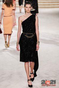 Модное черное платье Шанель сезона осень-зима 2020-2021