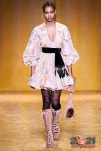 Короткое платье с пышной юбкой осень-зима 2020-2021