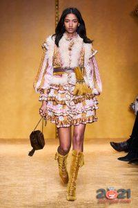 Коктейльное платье с рюшами осень-зима 2020-2021
