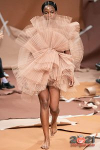 Нюдовое платье-цветок Selam Fessahaye осень-зима 2020-2021