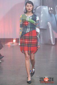 Асимметричное платье-плед от Rave Review осень-зима 2020-2021