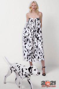 Платье-мешок с принтом в стиле далматинца от Escada на 2021 год