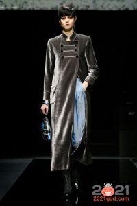 Серебристое пальто осень-зима 2020-2021 года