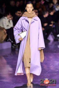 Лавандовое пальто осень-зима 2020-2021 года