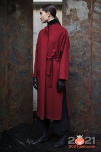 Модное пальто марсала осень-зима 2020-2021 года