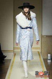 Модные женские пальто на 2021 год с большим меховым воротником