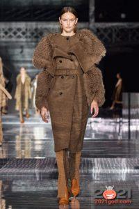Модные женские пальто на 2021 год с большим асимметричным меховым воротником
