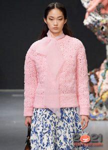 Яркий свитер крупной вязки на 2021 год