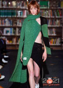 Асимметричный свитер на 2021 год
