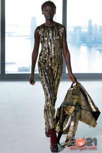 Модное золотое платье на Новый Год 2021