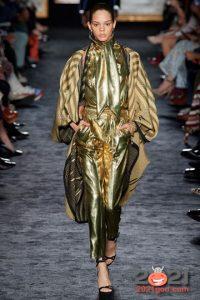 Брючный костюм в золотом цвете на Новый Год 2021