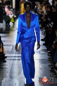 Брючный костюм в синем цвете на Новый Год 2021