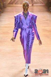 Брючный костюм в сиреневом оттенке на Новый Год 2021