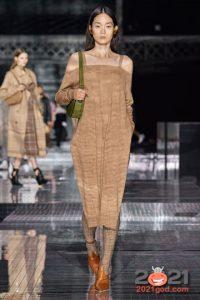 Модное вязаное платье на Новый 2021 год