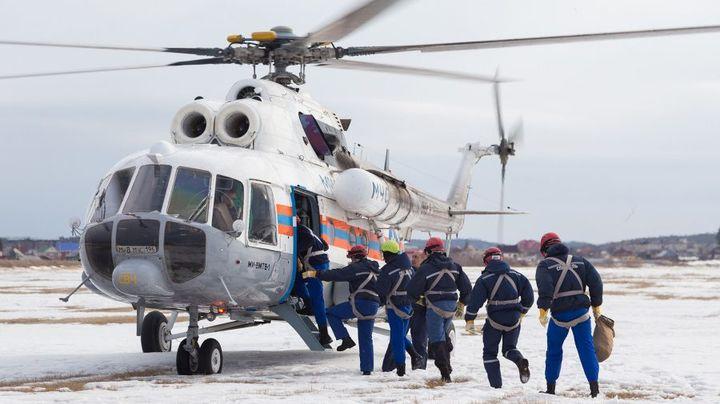 Вертолет с МЧС