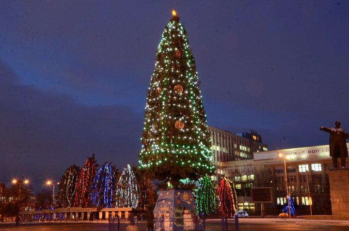 елка на главной площади саратова