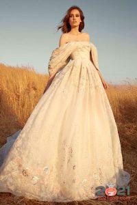 Свадебное платье цвета шампань осень-зима 2020-2021
