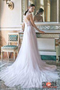Модное свадебное платье с длинным шлейфом на 2020-2021 год