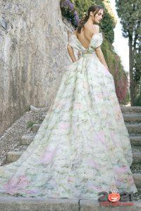 Модное цветное платье невесты с длинным шлейфом на 2020-2021 год