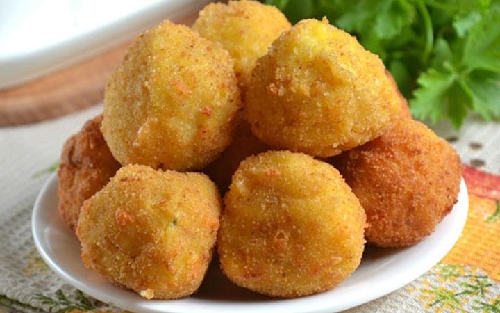Картофельные шарики с грибами - рецепты для новогоднего стола на 2021 год